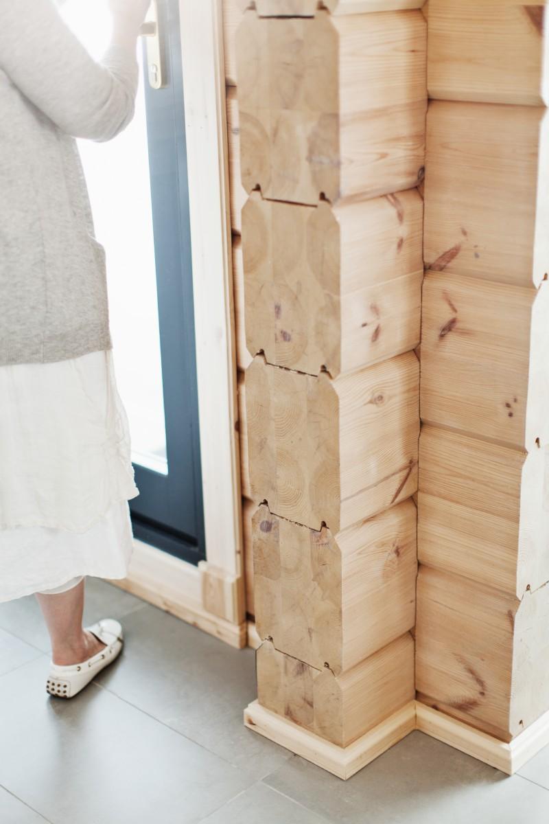 Detalle de una esquina fabricada con madera y su capacidad aislante.